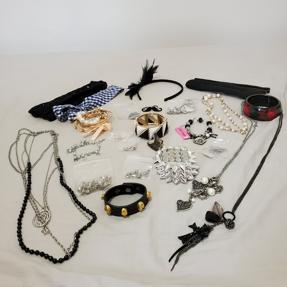 Accessory Bundle Betsy Johnson, Forever 21
